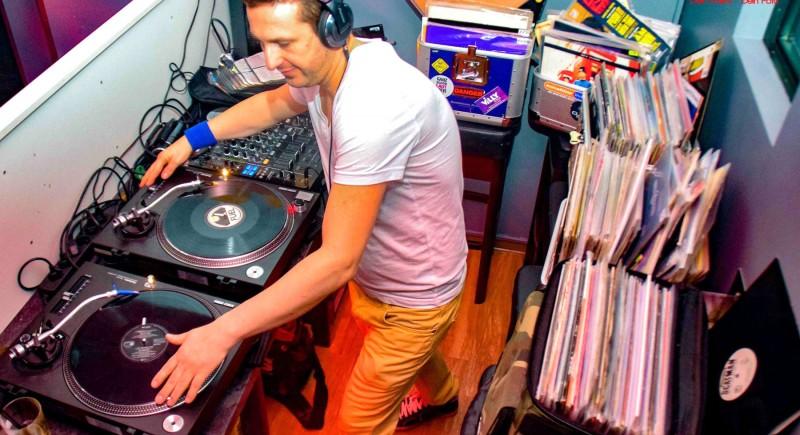 DJ für 90er Mottoparty in NRW, Ruhrpott, Hessen Vinyl-Only